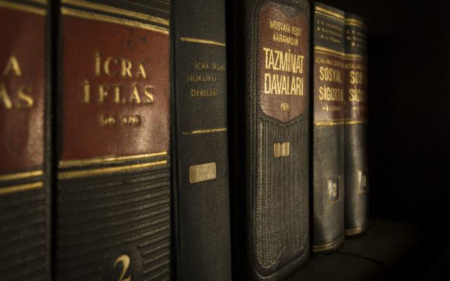 prawo, uniwersytet, uam, wydział prawa, prawnik, sędzia, khis historii, kurs wos, historia,